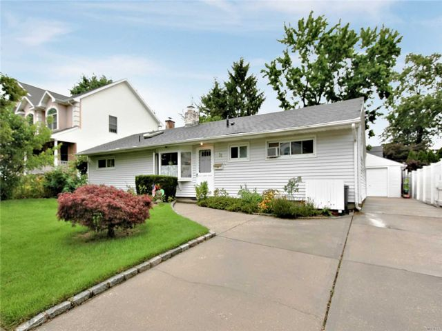 3 BR,  2.00 BTH Ranch style home in Syosset