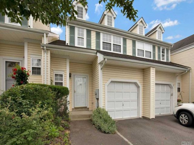 2 BR,  3.00 BTH Townhouse style home in Smithtown