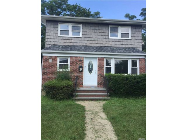 5 BR,  2.00 BTH  Colonial style home in Hempstead