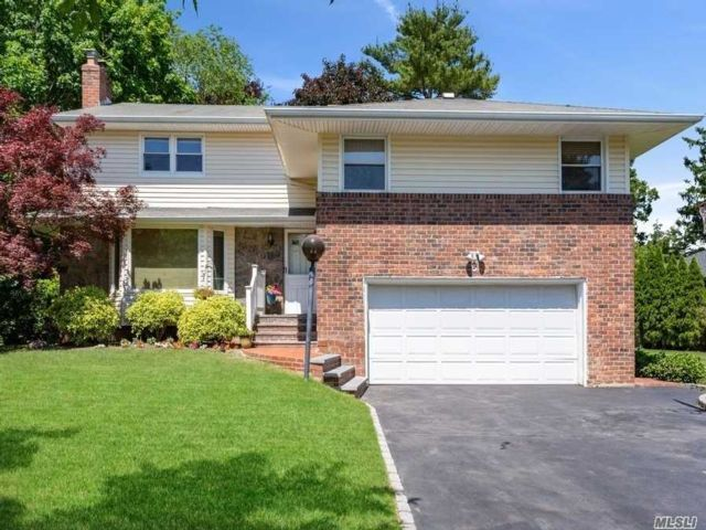 4 BR,  4.00 BTH Split level style home in Syosset