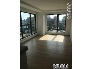 5 BR,  2.00 BTH  Apt in bldg style home in Flushing