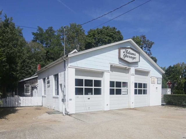 Studio,  0.00 BTH  Commercial style home in Riverhead