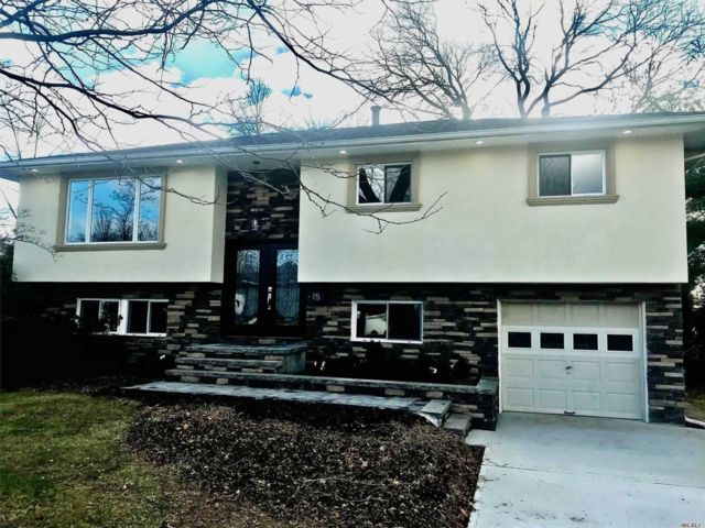 5 BR,  3.00 BTH Hi ranch style home in Commack