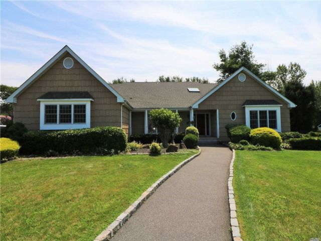5 BR,  5.00 BTH Exp ranch style home in Northport