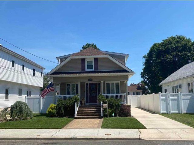 [Merrick Real Estate, listing number 3117785]