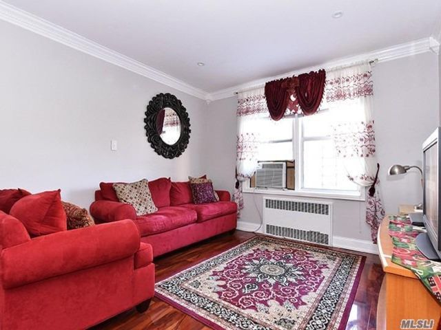 1 BR,  1.00 BTH Mid rise style home in Briarwood