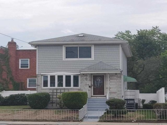 3 BR,  3.00 BTH  Colonial style home in Cambria Heights