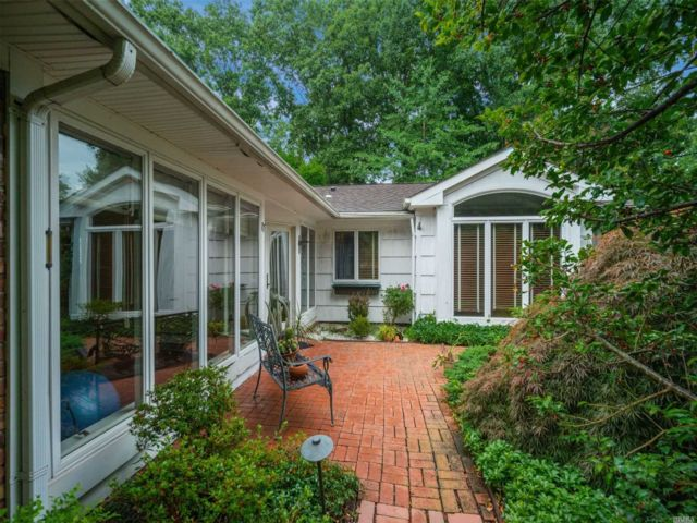 4 BR,  2.00 BTH Ranch style home in Stony Brook