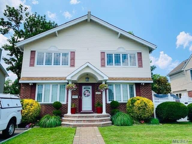 [East Meadow Real Estate, listing number 3117948]