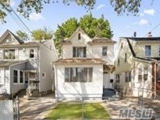 4 BR,  3.00 BTH Duplex style home in Queens Village