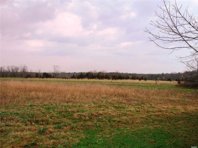 Lot <b>Size:</b> 6  Land style home in Riverhead