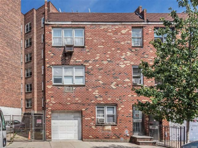 7 BR,  5.00 BTH Apartment style home in Woodside