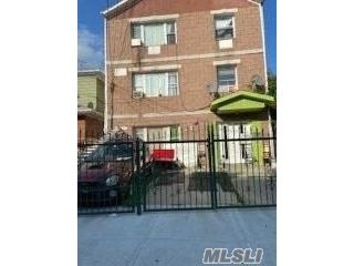 10 BR,  4.00 BTH Colonial style home in Corona