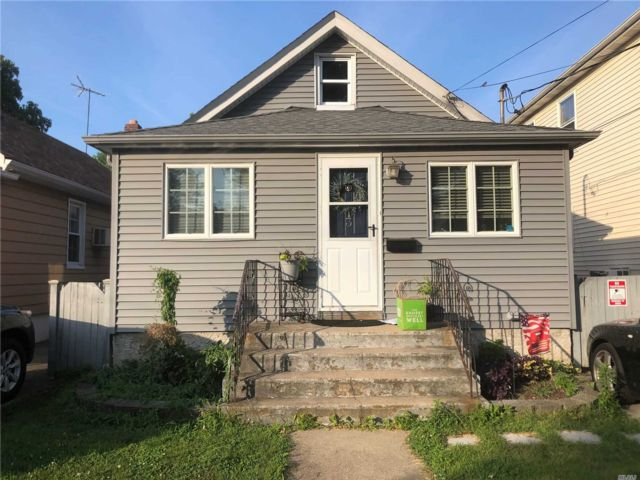 2 BR,  1.00 BTH Ranch style home in New Hyde Park