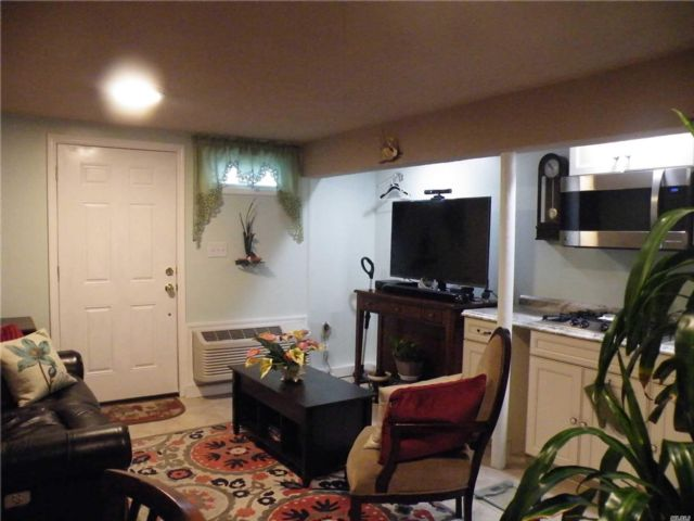 1 BR,  1.00 BTH  Apt in house style home in Baldwin