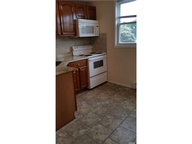 1 BR,  1.00 BTH  Apt in house style home in Williston Park