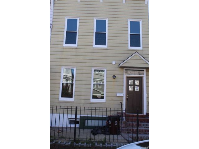 5 BR,  3.00 BTH Other style home in Woodhaven