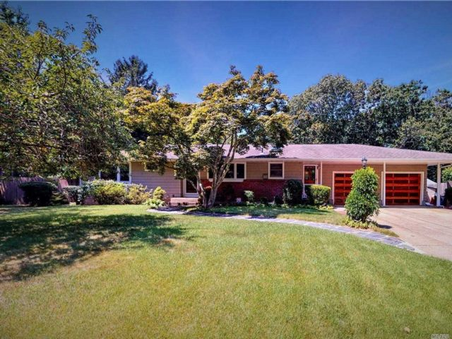 3 BR,  2.00 BTH Exp ranch style home in Smithtown