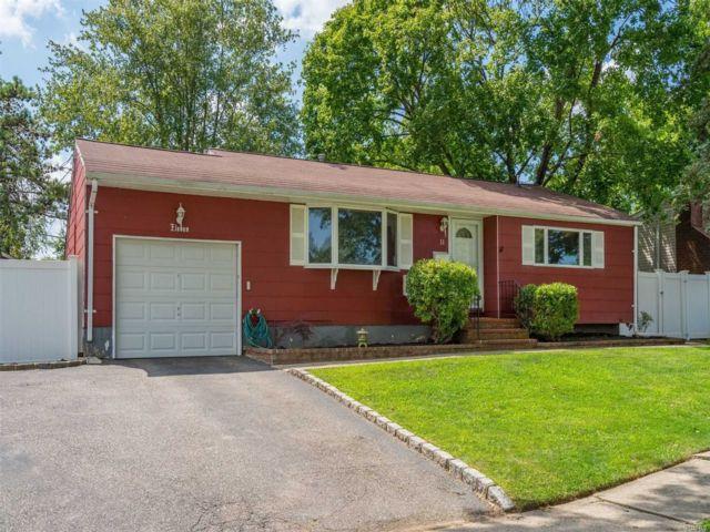 [Commack Real Estate, listing number 3118047]