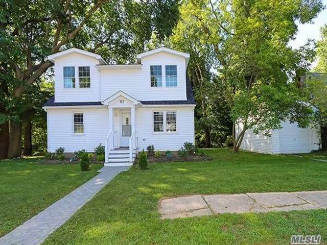3 BR,  2.00 BTH  Exp cape style home in Locust Valley
