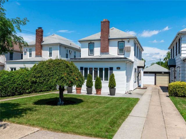 [Whitestone Real Estate, listing number 3118063]
