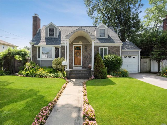 [East Meadow Real Estate, listing number 3118165]