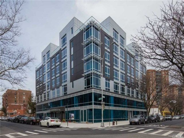 2 BR,  2.00 BTH High rise style home in Rego Park