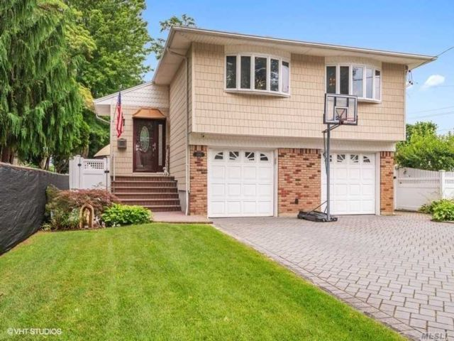 5 BR,  3.00 BTH Hi ranch style home in Wantagh