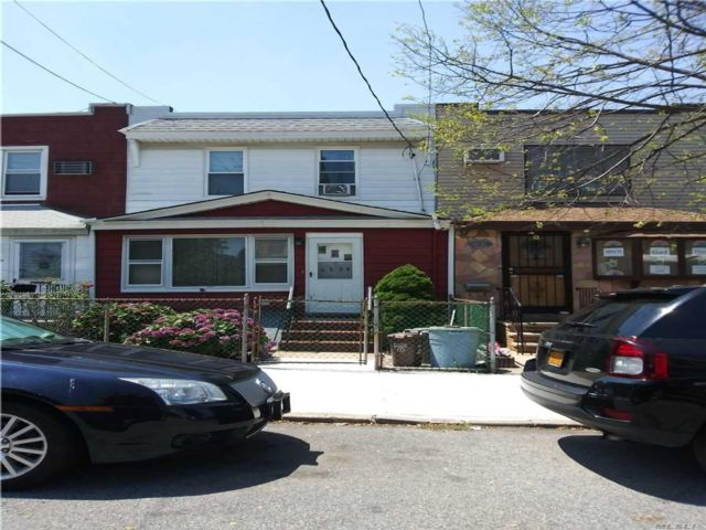3 BR,  1.00 BTH Colonial style home in Middle Village