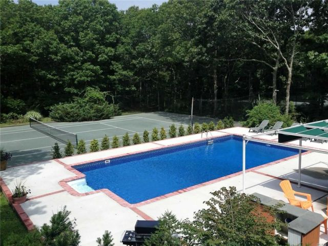 5 BR,  5.00 BTH  Contemporary style home in Westhampton
