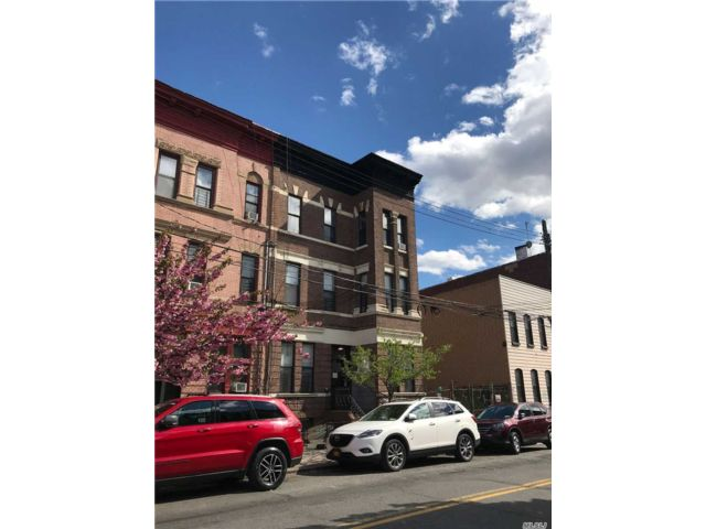 18 BR,  6.00 BTH Colonial style home in Bushwick