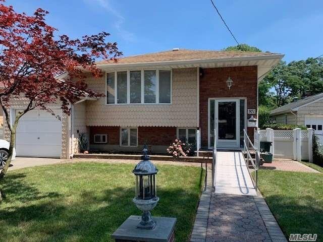[Merrick Real Estate, listing number 3118245]