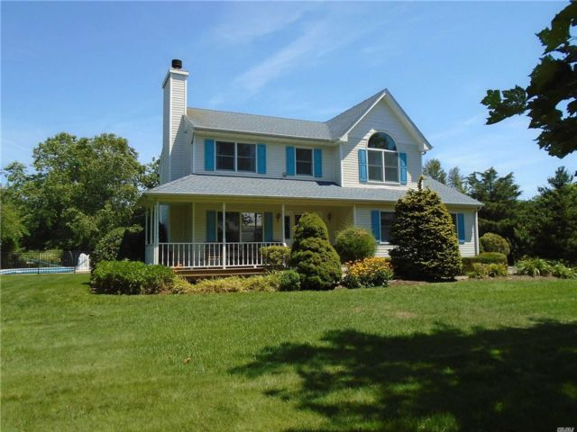 4 BR,  3.00 BTH  Victorian style home in Cutchogue