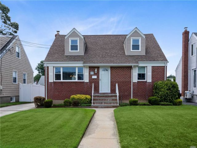[Wantagh Real Estate, listing number 3118249]