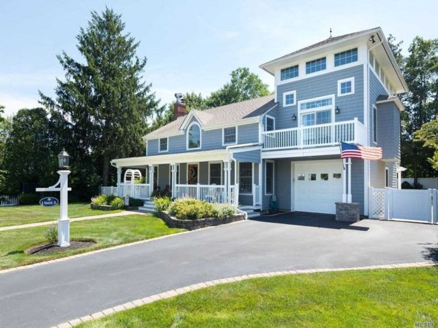 4 BR,  4.00 BTH  Nantucket style home in Center Moriches