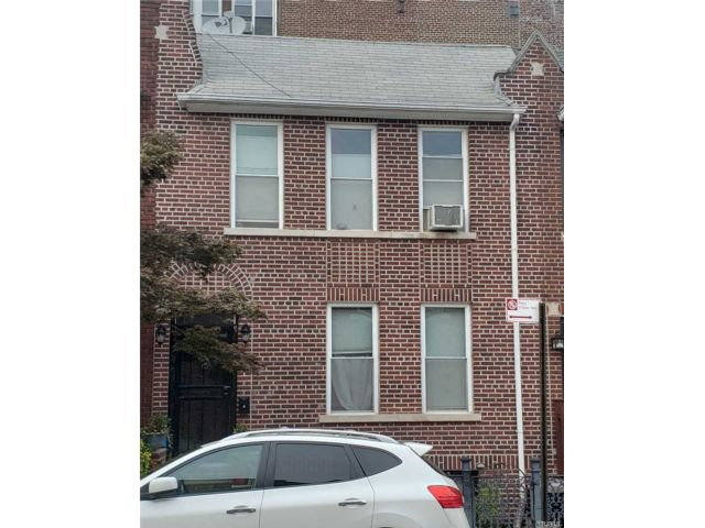 3 BR,  2.00 BTH Colonial style home in Bay Ridge