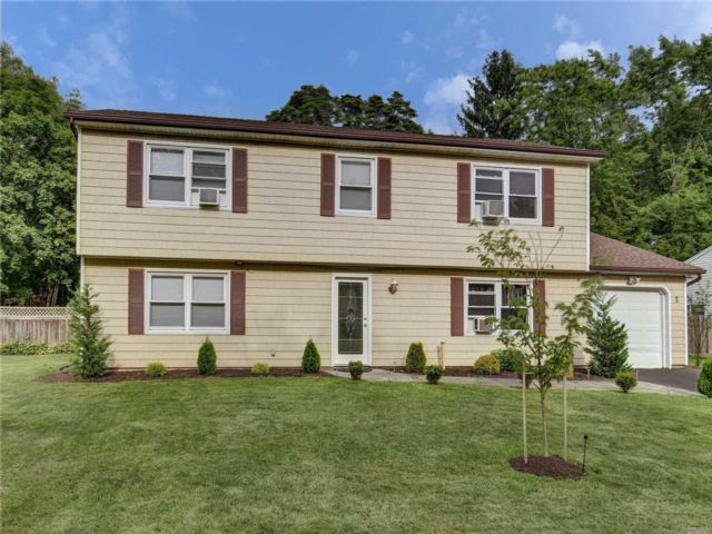 5 BR,  4.00 BTH Colonial style home in South Setauket
