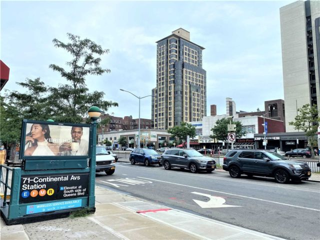 2 BR,  2.00 BTH Condo style home in Forest Hills