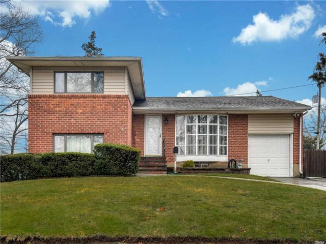 [Commack Real Estate, listing number 3118331]