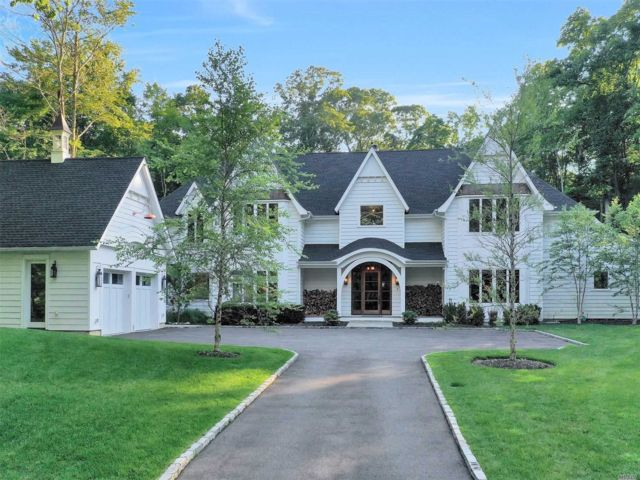 5 BR,  5.00 BTH Post modern style home in Oyster Bay Cove