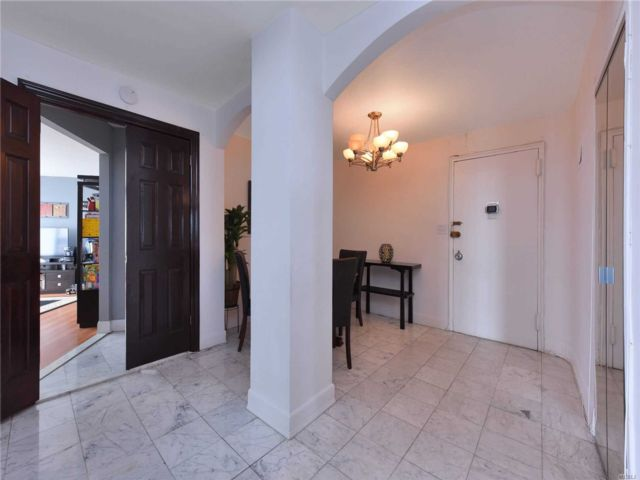 4 BR,  3.00 BTH High rise style home in Kew Gardens