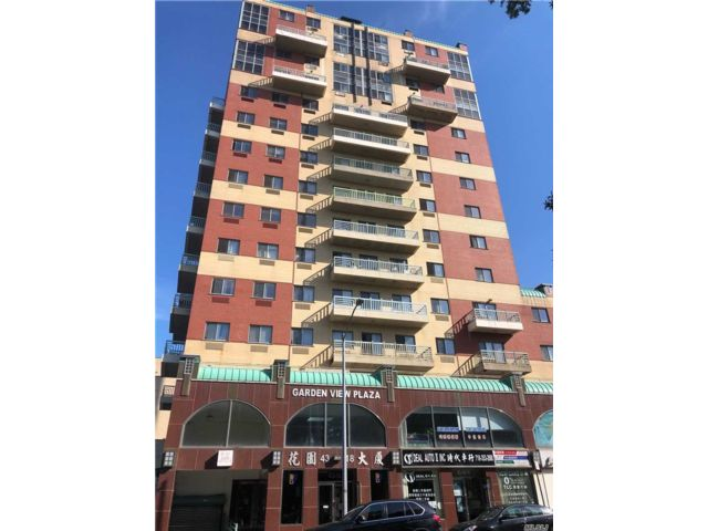 4 BR,  3.00 BTH  High rise style home in Flushing