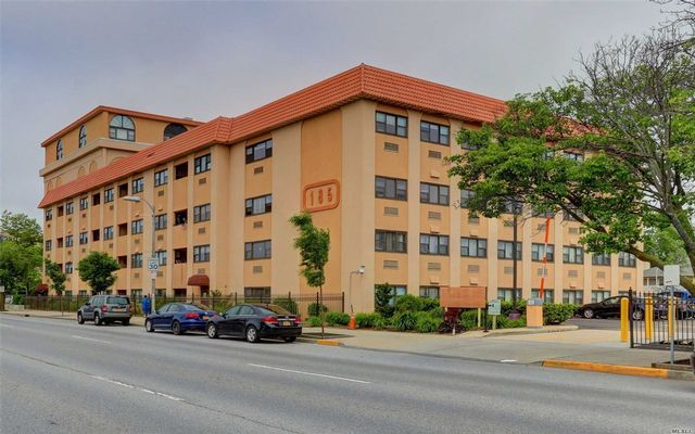 2 BR,  2.00 BTH High rise style home in Long Beach