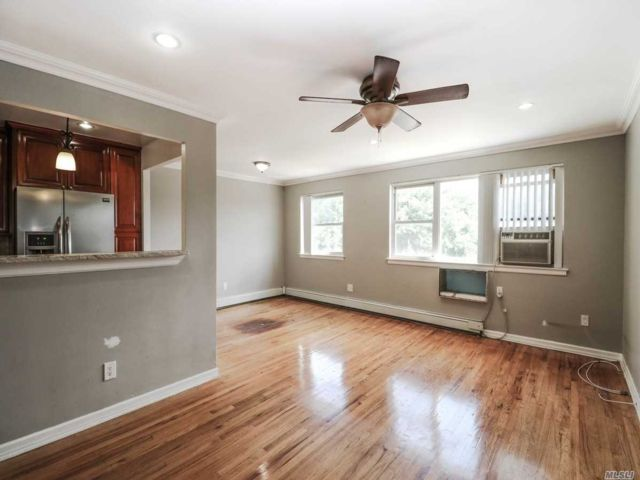 2 BR,  1.00 BTH Apt in house style home in Woodside