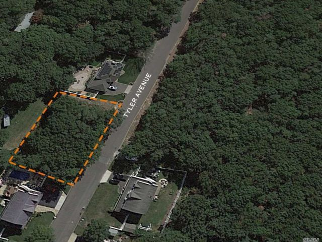 Lot <b>Size:</b> 100x150* Land style home in Miller Place