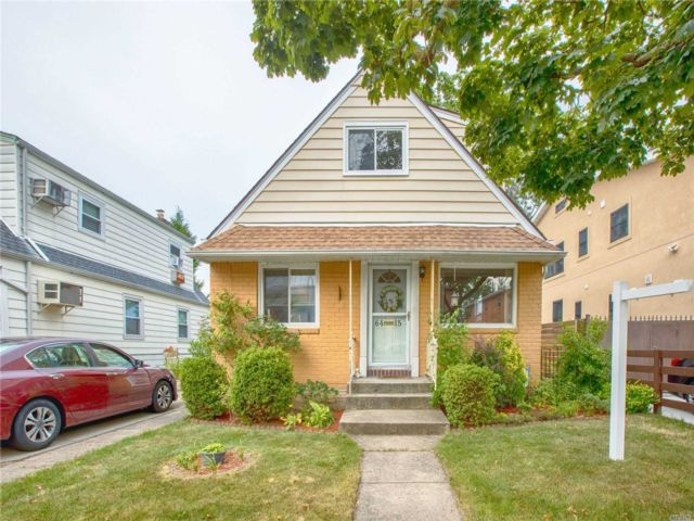 4 BR,  2.00 BTH Cape style home in Flushing