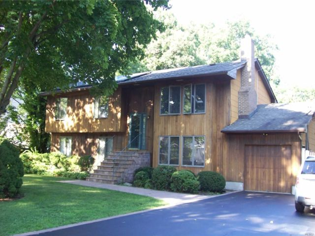 7 BR,  5.00 BTH Hi ranch style home in Nesconset