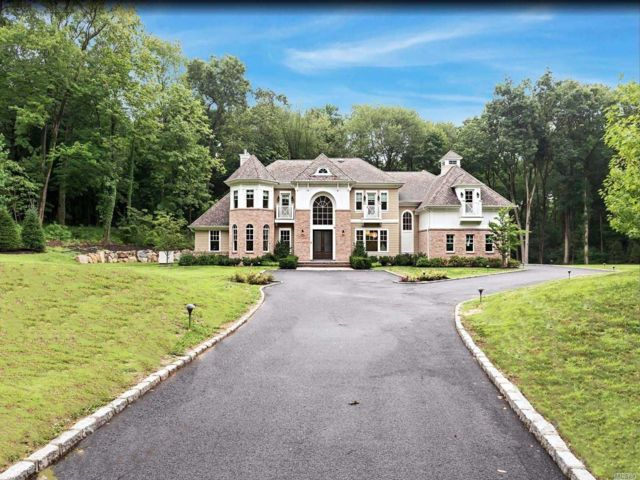 6 BR,  6.00 BTH Colonial style home in Brookville