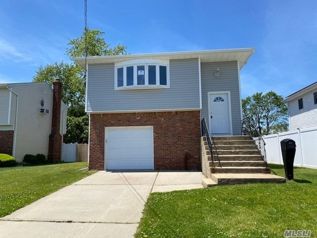 5 BR,  2.00 BTH Hi ranch style home in Seaford