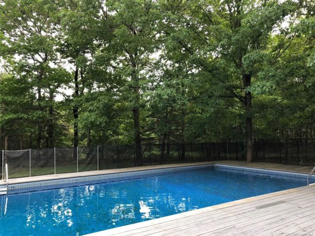 4 BR,  3.00 BTH  Contemporary style home in Westhampton